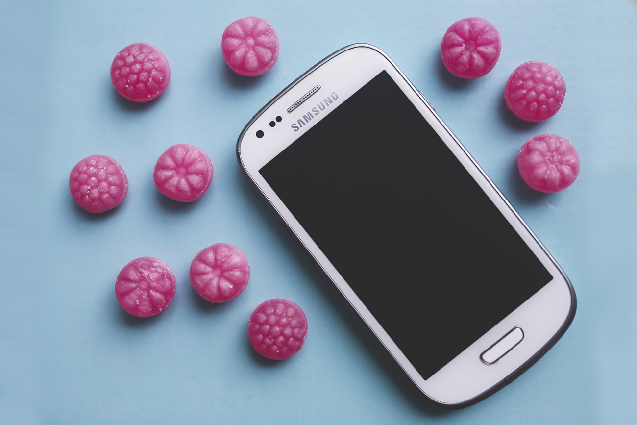 smartphone-technology-sugar-white